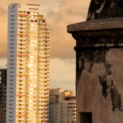 Cartagena blends the modern with the historic. // © 2013 Thinkstock