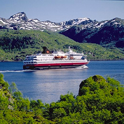 The cruise line's new travel agent website has many educational tools. // © 2015 Hurtigruten