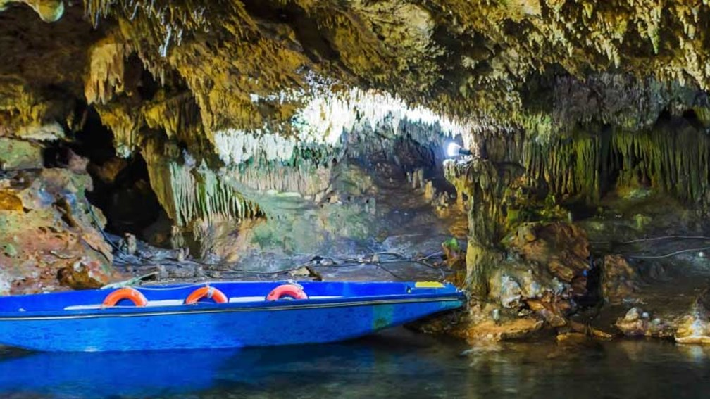 In the Greek port of Gythion, cruisers explore the Diros Cave. // © 2015 iStock 2