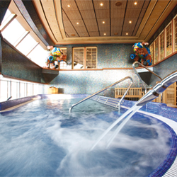 Luminosa's two-level spa includes a fitness area, a sauna and a thalassotherapy pool. // © 2014 Costa Cruises