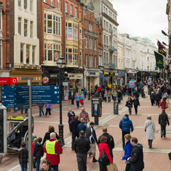 Go shopping on Grafton Street in Dublin. // © 2015 iStock