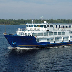 Travelers on this fam will cruise onboard the 90-passenger Princess Anabella. // © 2015 Sunny Land Tours