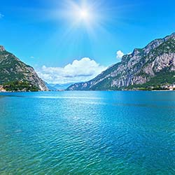 <p>See the sparkling waters of Italy's Lake Como during this fam trip from The Blue Walk. // © 2017 iStock</p><p> </p>