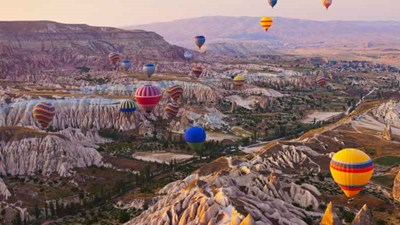 Visitors can see the sun rise over Cappadocia in a hot-air balloon. // © 2014 Thinkstock/ Tatiana Popova 2