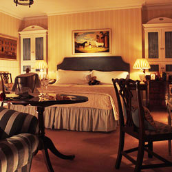 <p>Draycott Hotel's Deluxe Double rooms offer garden views, fireplaces and traditional Edwardian decor and architecture. // © 2015 Draycott...