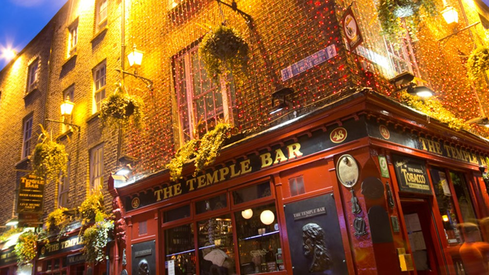 Dublin's youthful energy is alive and well at the classic Temple Bar. // © littleny / Shutterstock.com F