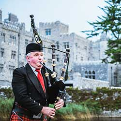 <p>Hearing the tunes of a bagpiper is not uncommon during an Insight Vacations tour of Ireland. // © 2016 Insight Vacations</p><p>Feature image...