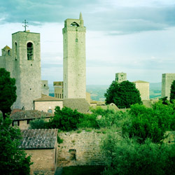 <p>The skyline of the walled, medieval town of San Gimignano is marked by historic towers. // © 2014 Ward Nipper</p><p>Feature image (above): A...