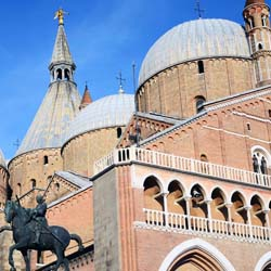 The Basilica of Saint Anthony attracts approximately a million pilgrims per year. // © 2013 Thinkstock