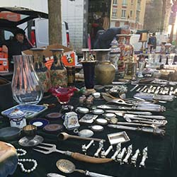 <p>Find abundant trinkets for sale at Marche aux Puces de la Porte de Vanves. // © 2017 Julee Binder Shapiro</p><p>Feature image (above): The flea...