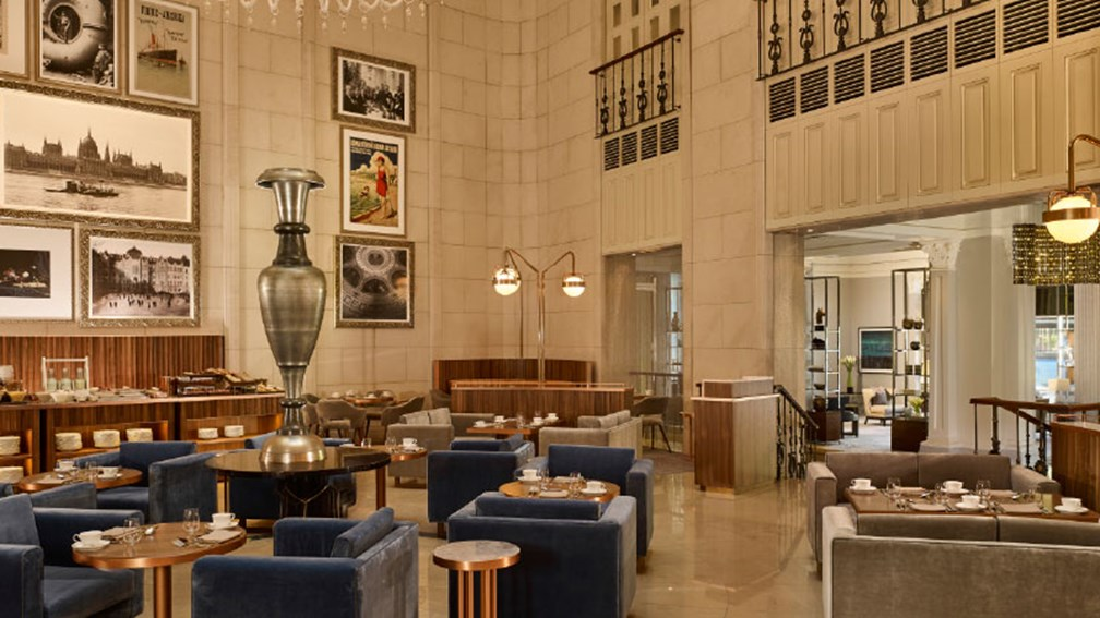 Adjacent to the lobby, Kupola Lounge serves breakfast and lunch. // © 2016 The Ritz-Carlton, Budapest 2