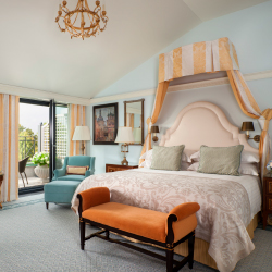 <p>Hotel rooms feature views of the Admiralty building or St. Isaac's Cathedral. // © 2016 Four Seasons Hotels and Resorts</p><p>Feature image...