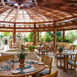 <p>Terre Blanche's summer restaurant Le Tousco allows guests to dine poolside. // © 2014 Terre Blanche</p><p>Feature image (above): Luxurious suites...