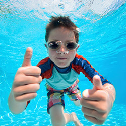 Chatham Bars Inn offers swim lessons for all ages. // © 2014 Thinkstock