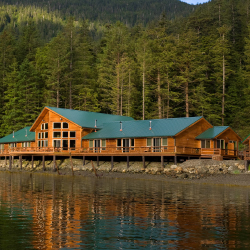 Steamboat Bay Fishing Club can accommodate up to 24 guests. // © 2016 The Waterfall Group
