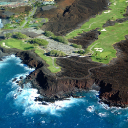 Hawaii Island's championship golf courses attract high-profile tournaments. // © 2014 HTA/Ron Garnett