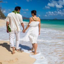 <p>In 2012, the number of travelers who got married in Hawaii rose by 5.1 percent. // © 2014 HTA/Tor Johnson</p><p>Feature image (above): Outrigger...