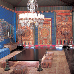 <p>The estate's dining room features a 350-pound Baccarat chandelier. // © 2016 David Franzen, Doris Duke Foundation for Islamic Art</p><p>Feature...