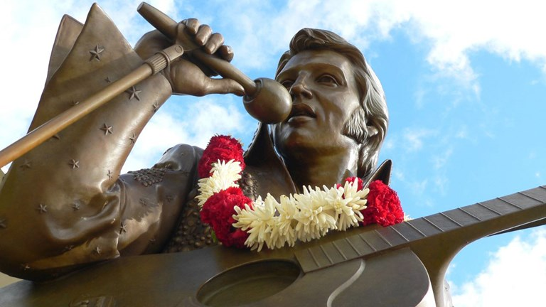 A life-sized statue of the King holds court at the Blaisdell Center, where he performed in 1973.