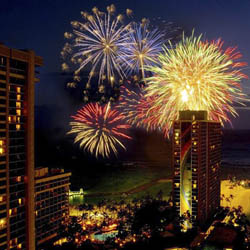 Hilton Hawaiian Village's Friday night fireworks are a favorite freebie in Waikiki.// © 2014 Hilton Hawaiian Village