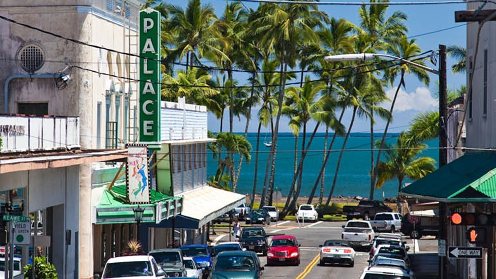 Among Hilo's many charms is its beautiful bayside setting. // © 2014 HTA and Tor Johnson F2