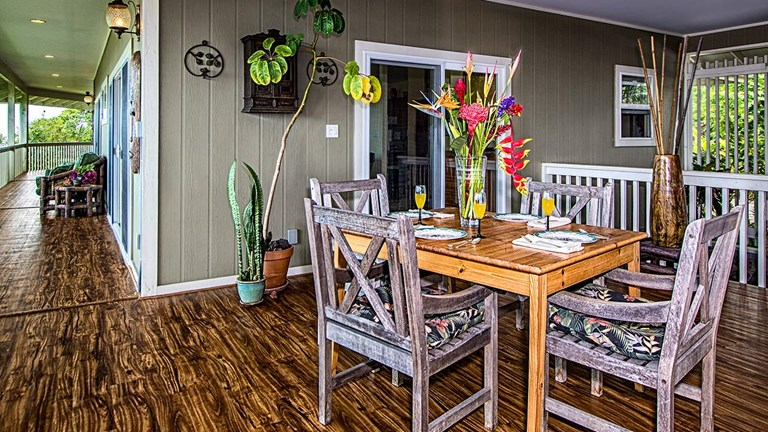 Guests get a taste of island lifestyle during a movable brunch with Home Tours Hawaii.