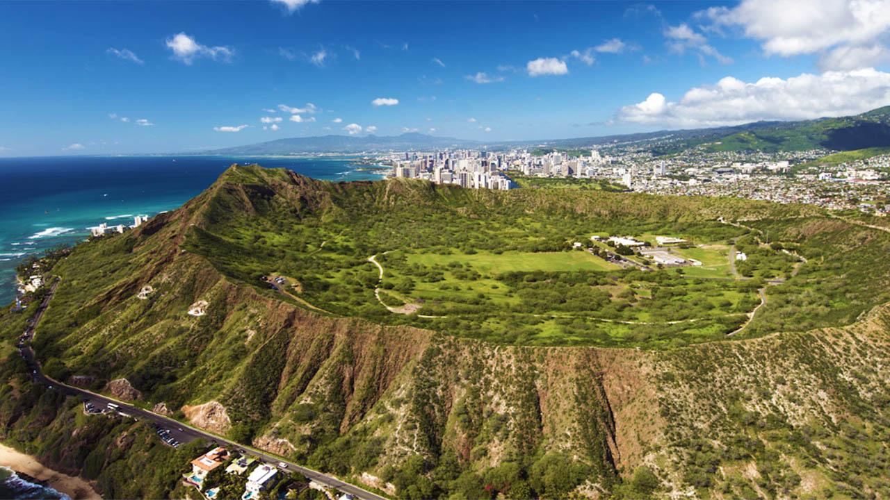 5 Fun Ways to See Diamond Head on Oahu | TravelAge West