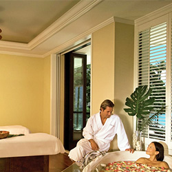 <p>Couples' suites at the Moana Surfrider's Moana Lani Spa indulge guests with whirlpool tubs and views of the great outdoors. // © 2015 Moana...
