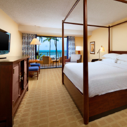 A deluxe oceanfront room at Sheraton Kauai Resort // © 2014 Sheraton Kauai Resort