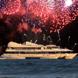 Enjoy Waikiki's Fourth of July fireworks on a cruise with Atlantis Adventures. // © 2014 Atlantis Adventures