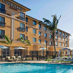 <p>Courtyard Maui Kahului Airport has an outdoor pool, hot tub and free cabanas. // © 2015 Courtyard Maui Kahului Airport</p><p>Feature image (above):...