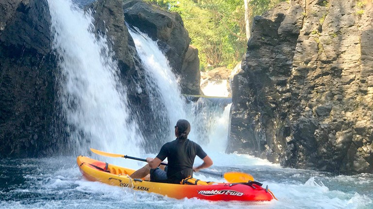 Adventurous solo travelers can rent kayaks from KapohoKine Adventures, based at Grand Naniloa Hotel Hilo.