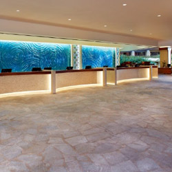 Hilton Hawaiian Village's renovated lobby evokes the natural beauty of the tropics. // © 2014 Hilton Hawaiian Village