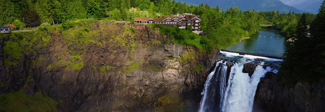 3 Hotels With Gorgeous Views of Famous Waterfalls