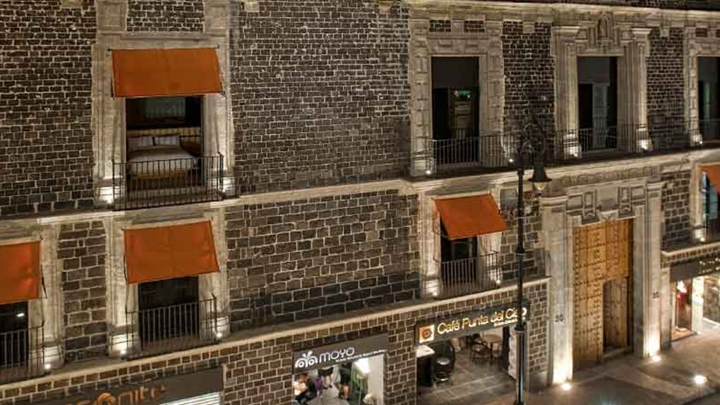 Downtown Mexico offers intimate courtyard and rooftop terrace spaces. // © 2013 Jaime Navarro 2