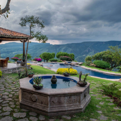 <p>Hacienda Lomajim offers stunning views from its hillside location. // © 2016 Hacienda Lomajim</p><p>Feature image (above): Guadalajara's Puente...