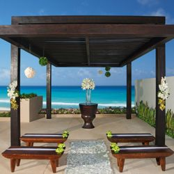 Cancun resorts offer a wide range of choices for wedding ceremonies and receptions. // © AMResorts