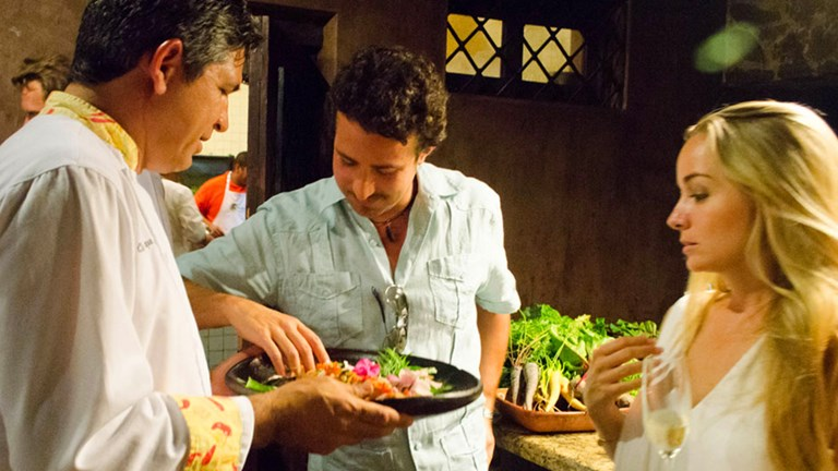 Cooking classes at Los Tamarindos teach visitors about local flavors.