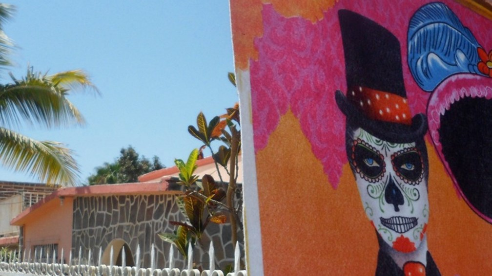 Working artist Gloria Ruenitz offers art workshops in Todos Santos.  // © Gloria Ruenitz F