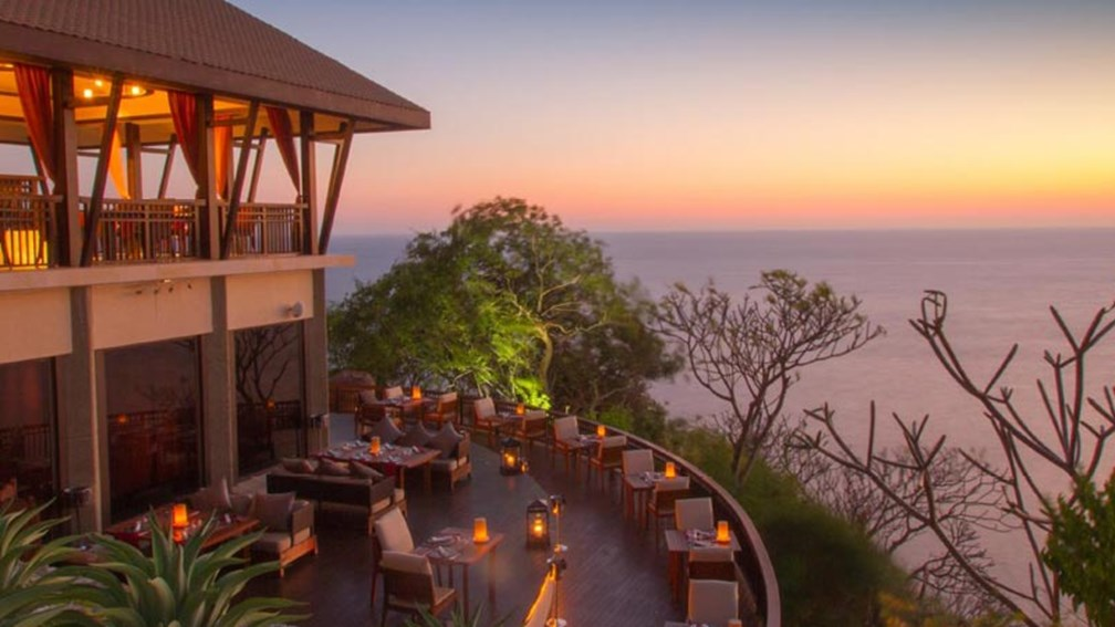 Banyan Tree Cabo Marques is built into the cliffside and features amazing views. // © 2015 Banyan Tree Cabo Marques 2