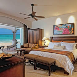 <p>A master suite offers more than 1,400 square feet of interior space, plus a spacious balcony. // © 2015 Grand Residences Riviera...