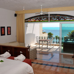 Zoetry Villa Rolandi Isla Mujeres Cancun offers 35 oceanfront suites. © // AMResorts