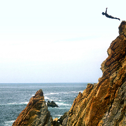 More tourists are visiting Acapulco, which is famous for its cliff divers. // © 2014 Thinkstock