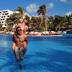 The pool at the Grand Oasis Cancun © // 2014 Oasis Hotels and Resorts