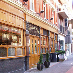 <p>Fitzroy Tavern is just one of the many pubs you'll stop at during the London Literary Pub Crawl. // © 2015 Creative Commons user <a...