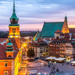 West Coast travelers can now easily access Warsaw. // © 2017 iStock