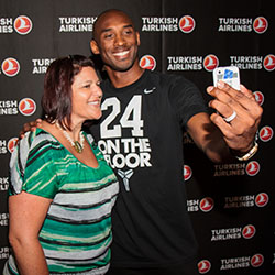 Kobe snaps a selfie with one of 15 Turkish Airline sweepstakes winners at this year's GBTA event. // © 2014 Turkish Airlines