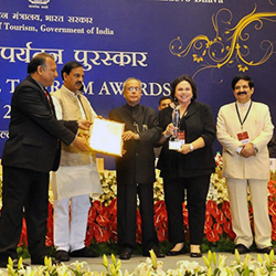 <p>From left: Max Ali of SITA World Tours; Mahesh Sharma, minister of state for the Indian government; Shri Pranab Mukherjee, president of India;...