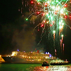 Fireworks light up flagship Queen Mary 2's World Voyage departure from Southampton. // © 2014 Cunard Line