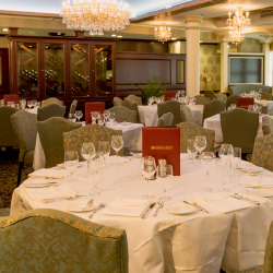 The main dining venue offers regional fare. // © 2014 American Queen Steamboat Company